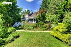 208 Hampton Street & 15 Lighthouse Lane, Sag Harbor
