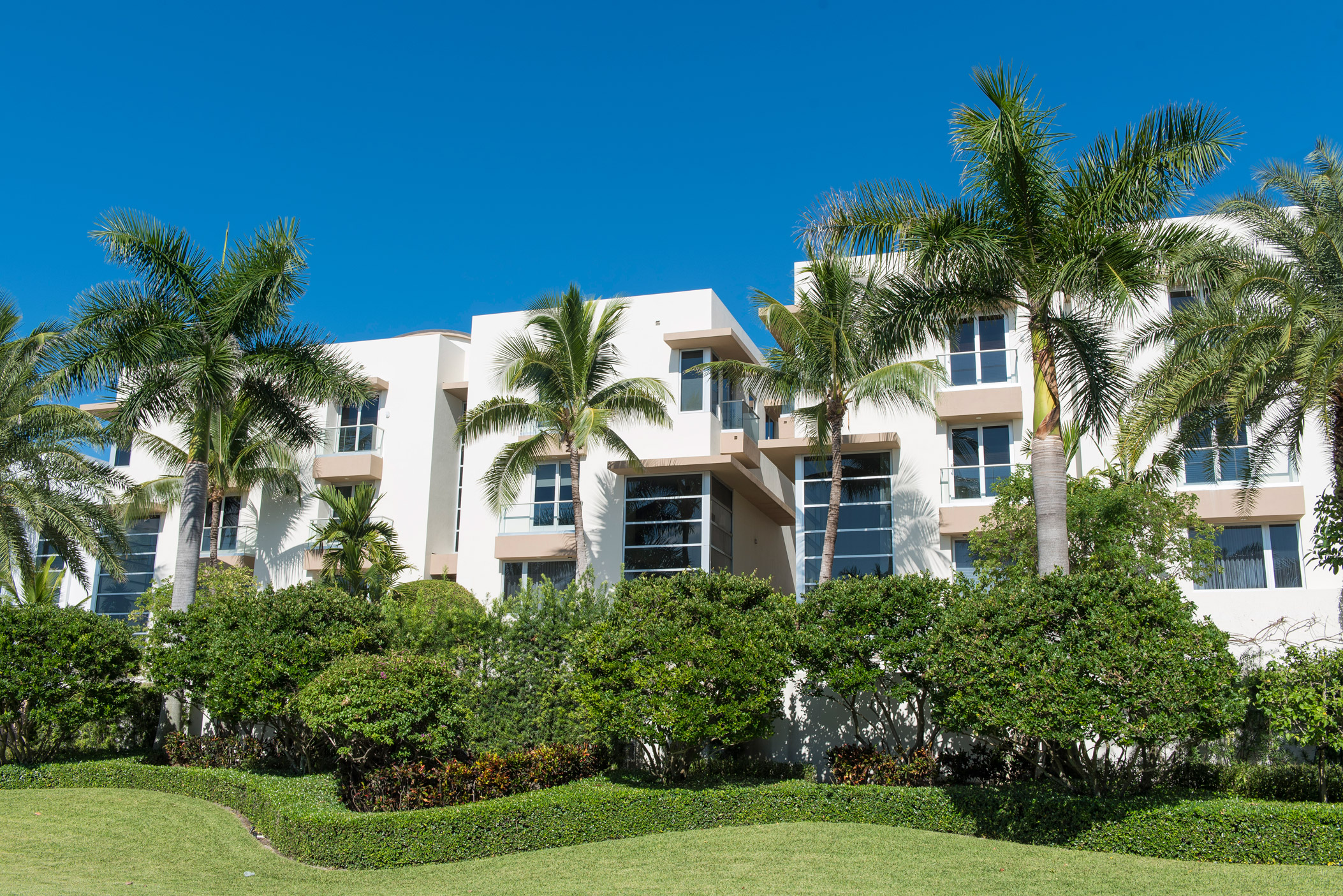 "A very large residential building next to the municipal complex in Highland Beach"" style="